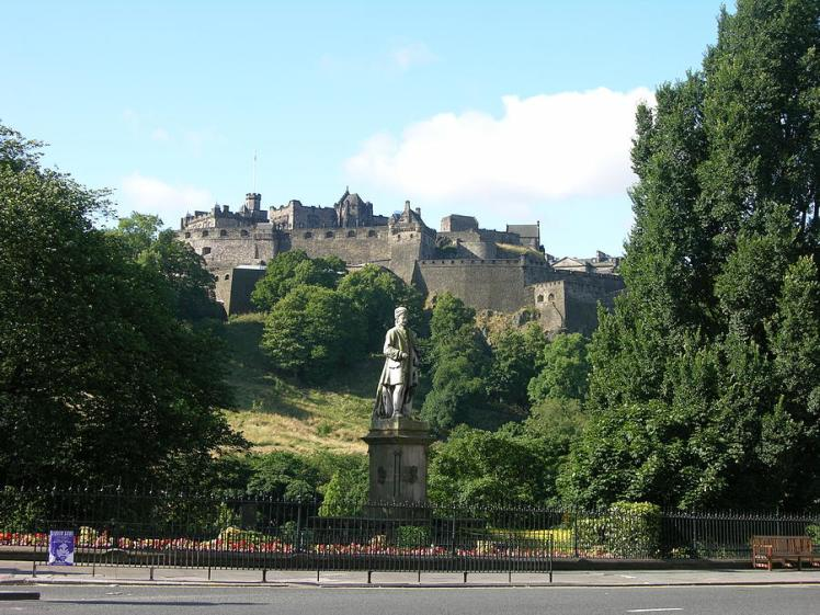 allan-ramsay-statue-and-edinburgh-castle-keith-stokes