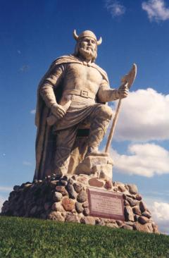 Gimli_Viking_statue
